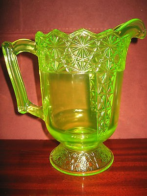 yellow Vaseline Glass water serving Pitcher daisy and button Pattern